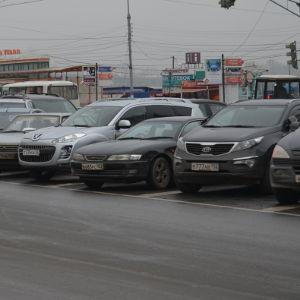 Парковка на площади Горького стала полностью платной - фото