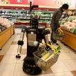 Носить тяжелые покупки посетителям магазинов помогут роботы