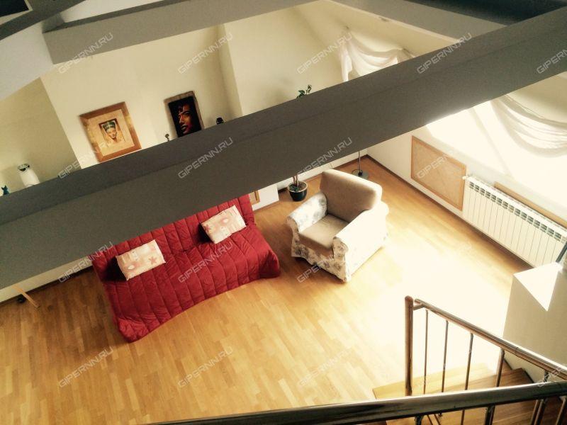 трёхкомнатная квартира на улице Большие Овраги дом 4
